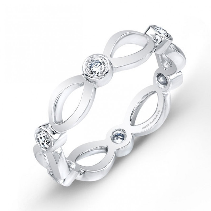 Round Brilliant Diamond Wedding Band in Platinum