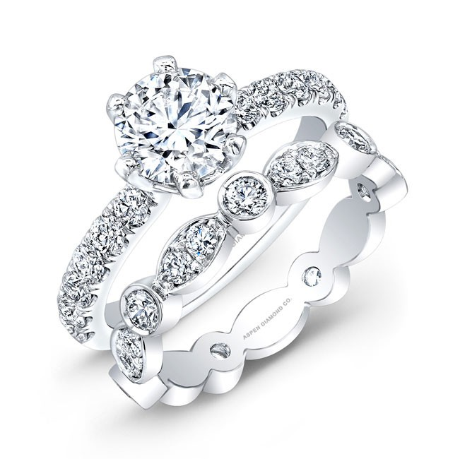 Round Brilliant Diamond Ring in 18K White Gold